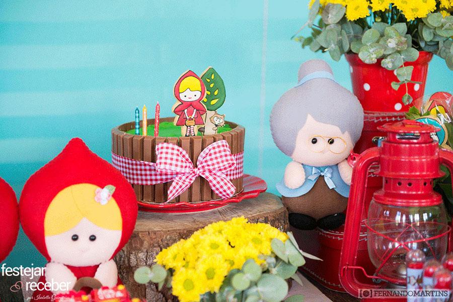 bolo-de-kit-kat-para-chapeuzinho-vermelho
