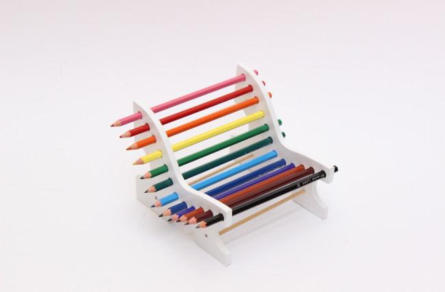 Banquinho praça lápis de cor