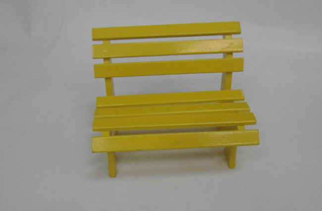 Banquinho de praça Amarelo