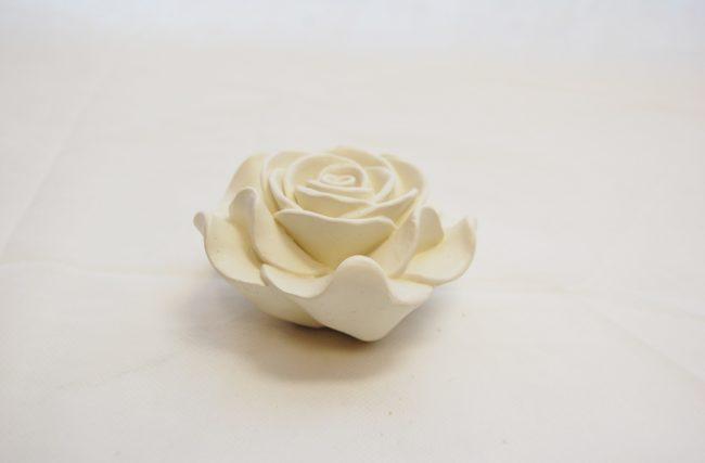 Rosa de resina Marfim KS