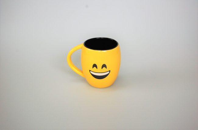 Caneca Emoji Feliz Amarela