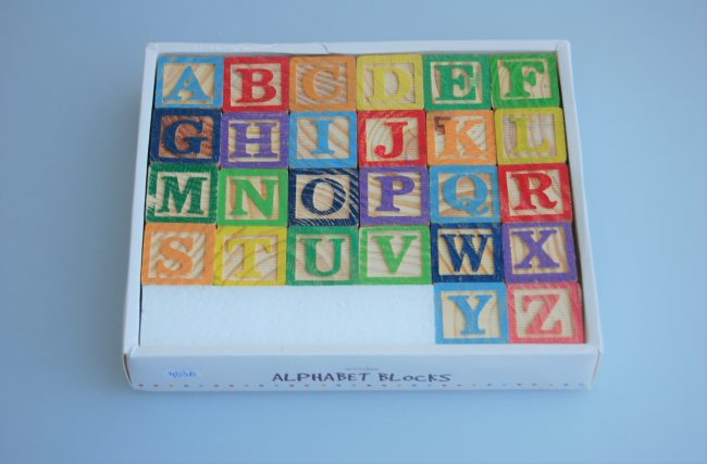 Alfabeto de Madeira Colorido